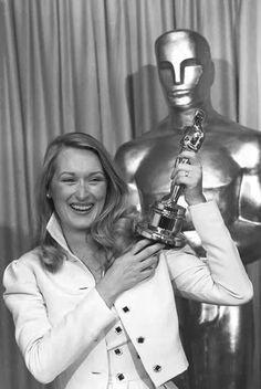 """Meryl Streep holds her first Oscar, Best Supporting Actress in """"Kramer vs Kramer"""" (1979)"""