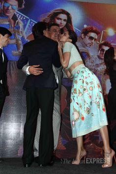 Shah Rukh Khan and Deepika Padukone kiss Boman Irani at launch of Sharabi song from 'Happy New Year'. Casual Work Outfits, Work Casual, Boman Irani, Bollywood Stars, Bollywood Fashion, Deepika Padukone Style, New Year 2014, Sari Dress, Indian Actress Hot Pics