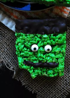 Frankenstein rice krispies are the delight of any Halloween party. Easy, no bake, vegan & allergy-friendly they only require a few items to come alive! Halloween Snacks, Halloween Themes, Halloween Party, Allergy Free Recipes, Dairy Free Chocolate, Vegan Options, Gluten Free Desserts, Food Allergies, Frankenstein