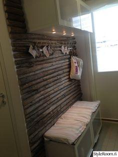 Kuvahaun tulos haulle heinäseiväs sängynpääty Dc Fix, Sauna Design, Relaxing Places, Mudroom, Interior Decorating, Lounge, Cottage, Rustic, Cool Stuff