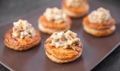 Chicken and Leek Vol-au-Vents Vol Au Vent, Gourmet Chicken, Chicken Recipes, Snack Recipes, Dinner Recipes, Snacks, Butter Puff Pastry, Breakfast Appetizers, Gourmet Salad