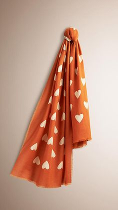 Burnt orange/stone The Lightweight Cashmere Scarf in Heart Print -  1