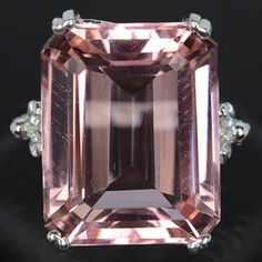 Morganite Ring - -it and pink diamonds are my most favorite pink colored stones. Morganite Jewelry, Morganite Ring, Gemstone Jewelry, I Love Jewelry, Fine Jewelry, Jewelry Box, The Bling Ring, Bling Bling, Gris Rose