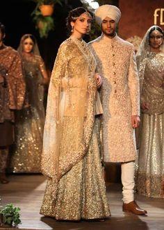 Love the pattern of her #lehanga & his #sherwani.