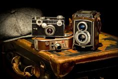 Inspiring image antique, camera, old, retro, vintage by - Resolution - Find the image to your taste Antique Cameras, Vintage Cameras, Vintage Photos, Vintage Luggage, Photography Camera, Vintage Photography, Love Photography, School Photography, Pregnancy Photography