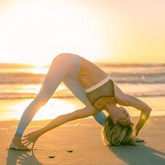 Yoga during the SUNRISE Thanks - IG/ashleygalvinyoga