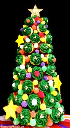 Holiday Cupcake Tree with How-to Video | ButtercreamBlondie.com