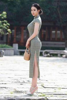 Woman - -Asian Woman - - Asian Woman Selena Gómez: ¡natural y perfecta de día! Asian Fashion, Girl Fashion, Orange Fashion, Fashion Dresses, Cute Asian Girls, Beautiful Asian Women, Traditional Dresses, Models, Asian Woman