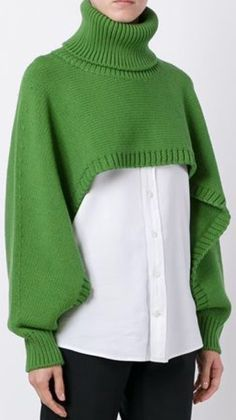 Knitting Patterns Sweter Shawl with handle Knitwear Fashion, Knit Fashion, Sweater Fashion, Pullover Mode, Fashion Details, Fashion Design, Style Fashion, Knitting Accessories, Knitting Designs