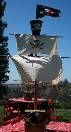 Pirate ship decoration - for pirates of the Caribbean party Pirate Halloween Party, Pirate Birthday, Pirate Halloween Decorations, Pirate Fairy Party, Halloween Prop, Deco Pirate, Pirate Theme, Trunk Or Treat, Decoration Pirate