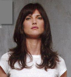 layered mid-length hair with bangs Mid Length Hair With Bangs, Hairstyles With Bangs, Fringes, Cut And Color, Hair Lengths, Hair And Nails, Style Me, Hair Makeup, Hair Cuts