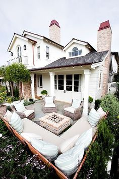 Lovely small patio layout. Great seat idea!!