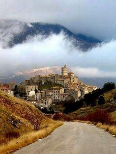 Abruzzo, Gran Sasso, Italy L'Aquila castel del monte