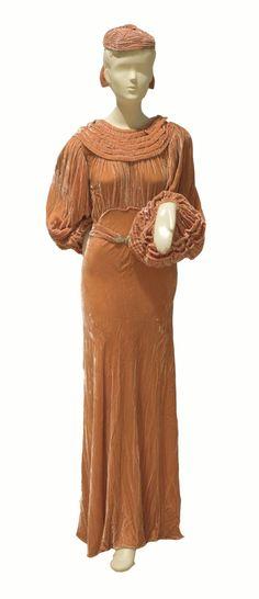 Wedding Dress, Designer Unknown, 1935 / Indiana Museum of Art Vestidos Vintage, Vintage Gowns, Mode Vintage, Vintage Vogue, Vintage Outfits, Vintage Glamour, 1930s Fashion, Timeless Fashion, Vintage Fashion