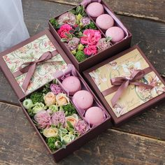 Cupcakes instead of macarons. Flower Box Gift, Flower Boxes, Rosen Box, Sweet Box, Chocolate Bouquet, Deco Floral, Creative Gifts, Flower Designs, Valentine Gifts