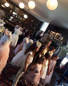 """Şu anda Soho House'da minik prensesler LiaLea elbiseleri ile """"First Photo Shooting"""" etkinliğinde poz verirken..."""