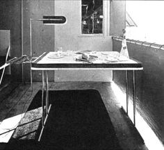 Eileen's desk in her E-1027, but it seems to have a light breakfast set on it ???