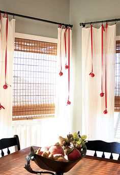 Who doesn't have extra ribbon and ornaments around during the holidays.  I like it, simple and pretty.