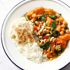 This easy and healthy Sweet Potato, Chickpea and Spinach Curry is a 30 minute one pot wonder! This vegan and gluten-free dish uses yellow curry paste and coconut milk as a base to make a seriously delicious and creamy curry. Chickpea And Spinach Curry, Vegetable Curry, Spinach And Feta, Healthy Mexican Recipes, Greek Recipes, Vegetarian Recipes, Cooking Recipes, Healthy Chicken Tacos, Sweet Potato Curry