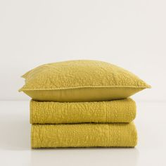 MUSTARD WASHED COTTON QUILT AND CUSHION COVER