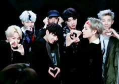 That's how bts love army 😍 Jung Hoseok, Kim Namjoon, Foto Bts, Bts France, Oppa Gangnam Style, Les Bts, Bts Group Photos, Bts Group Picture, Kpop Memes