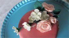 - Sugarpaste flowers