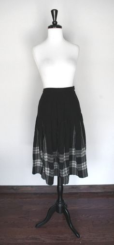 Vintage Pendleton Black & White Plaid Pleated Wool Skirt / Portland Oregon / Menzies Tartan / Classic Autumn Winter / Rockabilly Pinup VLV