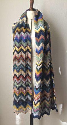 Knit Kit: Garn und Wollreste verwerten in einem Chevron Scha... Mehr Strickanleitungen unter www.knit-kit.ch