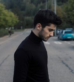Man in black 🖤🖤🖤 Zayn Malik Smiling, Zayn Mallik, Zayn Malik Photos, Ex One Direction, Beautiful Men Faces, Arab Men, Boy Photography Poses, Male Face, Bad Boys