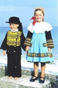enfants en costume breton Finistère Bretagne