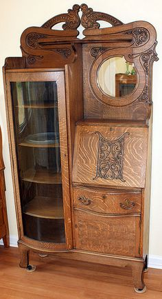Oak Furniture - Furniture Buying And Caring For Your Home Furnishings Victorian Interiors, Victorian Furniture, Victorian Decor, Old Furniture, Unique Furniture, Victorian Homes, Vintage Decor, Vintage Furniture, Furniture Decor