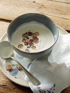Low-Carb-Rezept: Weiße Knoblauchsuppe mit roten Trauben-amicella