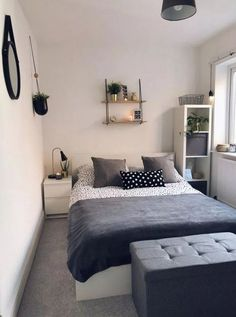 30 Lovely Small Bedroom Design Ideas Perfect For Couples Bedroom Ideas For Small Rooms Bedroom Couples Design Ideas lovely Perfect Small Small Apartment Bedrooms, Small Space Bedroom, Small Master Bedroom, Small Bedroom Designs, Small Spaces, Small Bedrooms, Small Bedroom Interior, Small Bedroom Layouts, Small Bedroom Decorating