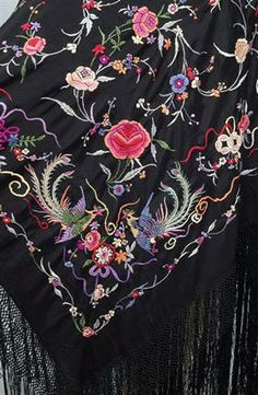 Mantón de Manila Embroidery Works, Embroidery Stitches, Hand Embroidery, Machine Embroidery, Embroidery Designs, Flamenco Costume, Opera Coat, Silk Shawl, Embroidered Clothes