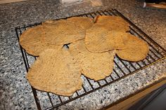 LoveLavkarbo: Lavkarbo Tortilla lefser Recipe Boards, Lchf, Food And Drink, Low Carb, Cookies, Baking, Recipes, Crack Crackers, Patisserie