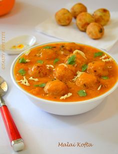 Malai Kofta: A delicious North Indian specialty dish. It is a vegetarian alternative to meatballs & It goes very well with any flat breads or with Jeera rice. Veg Recipes, Indian Food Recipes, Vegetarian Recipes, Cooking Recipes, Ethnic Recipes, Jain Recipes, Indian Snacks, Vegetarian Cooking, Sauce Recipes