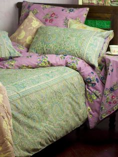 this is my bedding along with a collection of other April Cornell throw pillows.  it is the Genevieve Paisley duvet and pillows, no longer available.