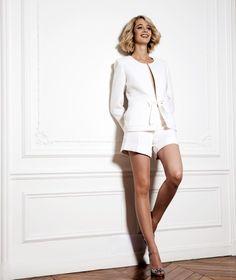 Ravissant tailleur short blanc sur mesure. Pour toutes vos envies d'élégance et de vêtements personnalisés, rendez-vous sur My Tailors&Co