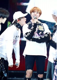 """jhope pics♡ on Twitter: """"https://t.co/QzyYSOZAwr""""<<< tae what are you doing lmafo"""
