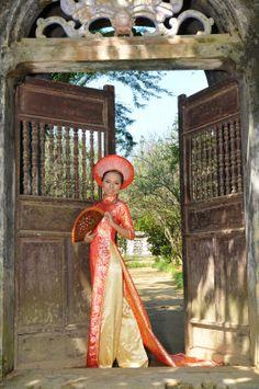Ao dai, habit traditionnel Vietnamien                                                                                                                                                                                 Plus