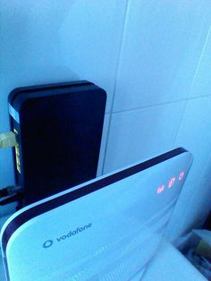 Connecting my Vodafone router as AP to avoid crappy wifi signal of modem router provided by Ono
