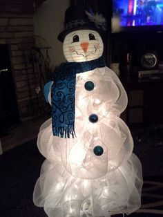 Discover thousands of images about Tomato Cage Snowman -SUPPLIES: For this snowman you will need: roll White Deco Mesh Tomato cage - White Christmas Lights Craft Wire Wire Cutters & Scissors Snowman head which I purchased at Cracker Barrel Snowman Christmas Decorations, Snowman Crafts, Christmas Snowman, Christmas Projects, Winter Christmas, Holiday Crafts, Christmas Wreaths, Christmas Holidays, Christmas Ornaments