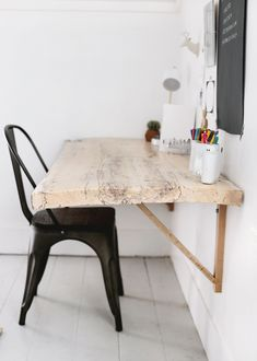 DIY Live Edge Wood Desk DIY Live Edge Wood Desk The Merrythought Related posts: DIY Live Edge Holz Schreibtisch DIY: Live Edge Holz Schreibtisch DIY Desk with hidden laptop storage using reclaimed pallet wood – How to make Diy Desk Plans Diy Wooden Projects, Wooden Diy, Home Office Desks, Home Office Furniture, Wood Office Desk, Office Setup, Office Ideas, Furniture Ideas, Geek Furniture