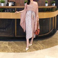 New sabrina set Allsize Sooo nice Motif beras tumpah 💕💕💕🤔 Batik Fashion, Girl Fashion, Fashion Outfits, Emo Outfits, Emo Dresses, Casual Dresses, Party Dresses, Dress Brokat Modern, Model Kebaya Modern