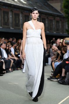 Givenchy Menswear Spring/Summer 2017 - Kendall Jenner's Best Model Moments - Photos