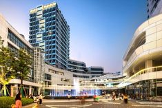 shenzhen coco park arabica - Google Search Plaza Design, Zhengzhou, Facade Design, Retail Space, Master Plan, How To Level Ground, Urban Design, Skyscraper, Multi Story Building