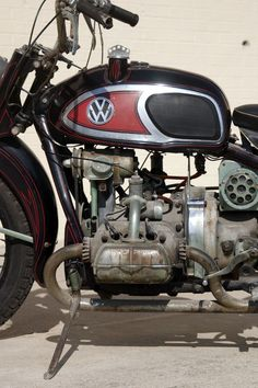 "Von Dutch XAVW Motorcycle, ""picked"" by Mike Wolfe of 'American Pickers' - A Harley Davidson XA, with a WWII shaft drive, Moto Guzzi components and a flat-four Volkswagen engine; Von Dutch joined cool components and built a one-of-a-kind, complete bike. American Pickers, Motos Vintage, Vw Vintage, Vintage Bikes, Auto Volkswagen, Vw T1, Motorcycle Museum, Motorcycle Engine, Harley Davidson"