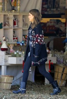 Jessica Alba - Jessica Alba Spends the Day with Her Girls