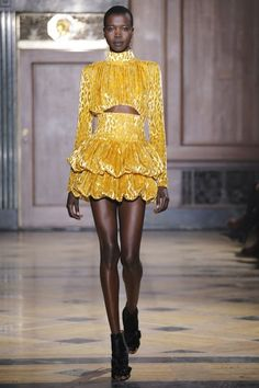 Sophie Theallet Fall 2016 Ready-to-Wear Collection Photos - Vogue Fall Fashion 2016, 90s Fashion, Runway Fashion, Fashion Brands, High Fashion, Fashion Show, Autumn Fashion, Dolly Fashion, Fashion Designers