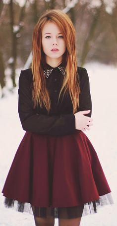 Falda burgundy y blusa negra